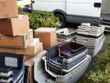 Der Camper wird beladen. Flugboxen und Material haben sich in Deutschland gestapelt und kommen jetzt endlich nach Kreta.