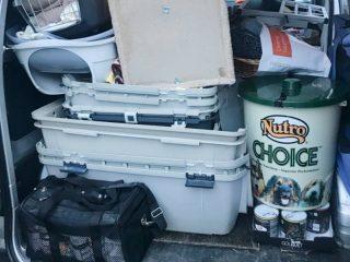 Spendenfahrt: Der TSI Transporter ist mit Frachboxen, Futter und anderen Sachspenden gefüllt